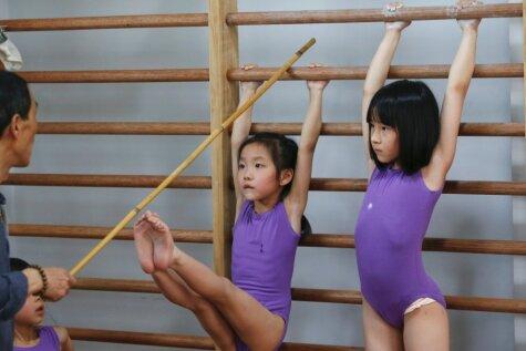 Asaras un sāpes: kā Ķīnā gatavo nākotnes olimpiešus