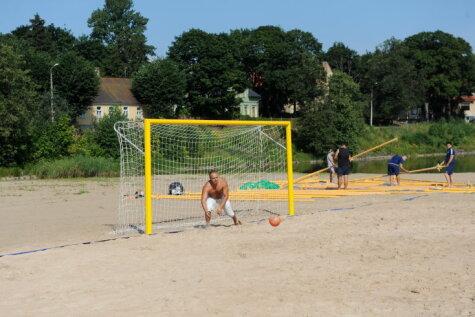 На пляже на Кипсале делают два футбольных поля и кафе