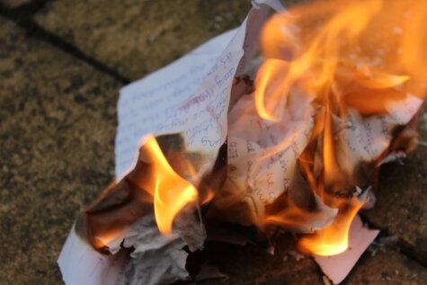 Янтарь, рукописи, новогодняя елка: 13 вещей, которые нужно сжечь в костре на Лиго