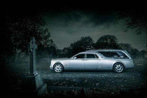 Depresīvi stilīgais 'Rolls-Royce Phantom' katafalks