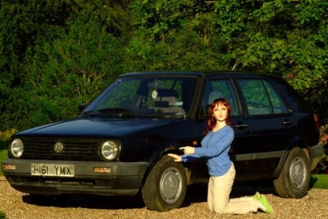 Gumijas lelle pārdod 'Volkswagen Golf'