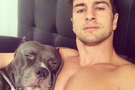 Jauna sociālo tīklu sensācija – seksīgi vīrieši ar suņiem