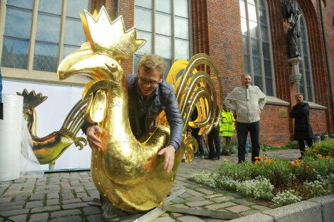 Золотой петушок вернулся на шпиль Домского собора
