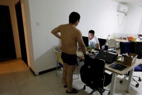 Strādā, ēd, guli! Kas notiek Ķīnas jaunajos uzņēmumos