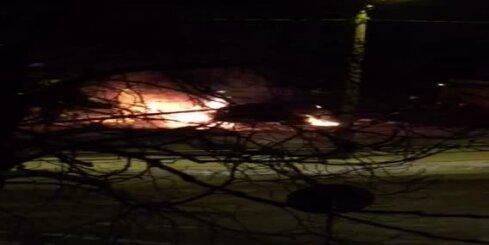 Purvciemā ar atklātu liesmu sadeg auto