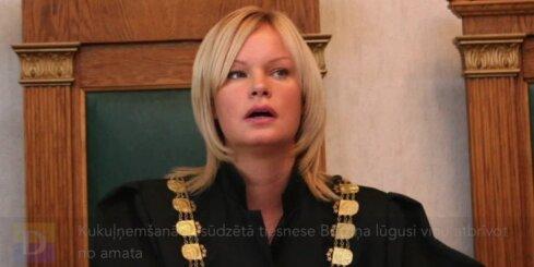 Kukuļņemšanā apsūdzētā tiesnese Bērziņa lūgusi viņu atbrīvot no amata