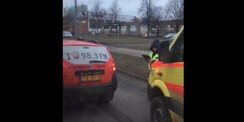 Mūkusalas aplī BMW satriecas ar taksometru