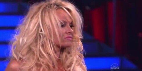 Pamela Andersone piedalās deju šovā