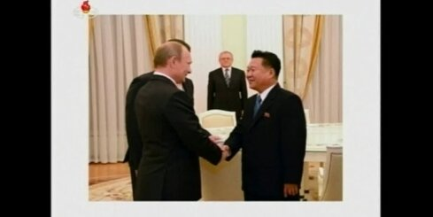 Kima Čenuna sūtnis tiekas ar Vladimiru Putinu