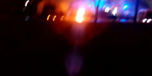 Ķengaragā aizdegās divas automašīnas