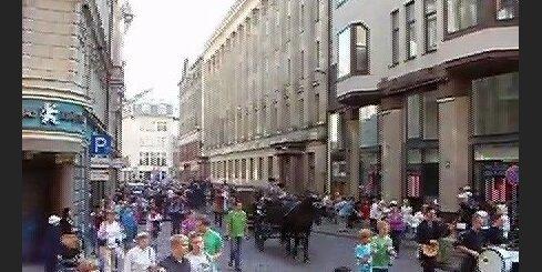 Красочное шествие на набережную