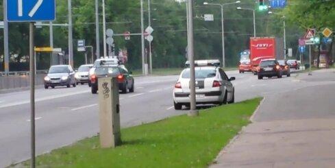 Aculiecinieks: Policija pārkāpj satiksmes noteikumus