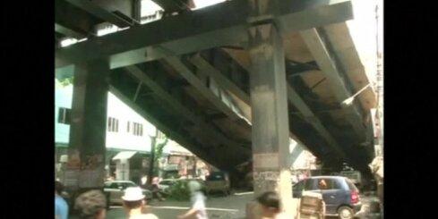 Kalkutā sagruvis nepabeigts satiksmes pārvads; vismaz 10 bojāgājušie
