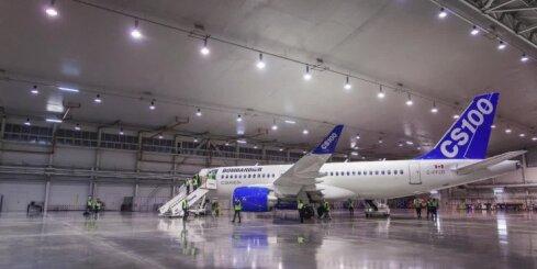 Rīgā nolaižas 'Bombardier' jaunā 'CSeries' lidmašīna