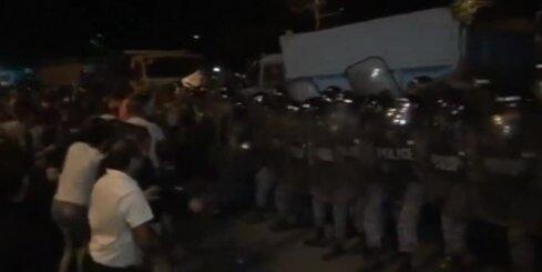 Волнения в Ереване: в столкновениях пострадали более 50 человек