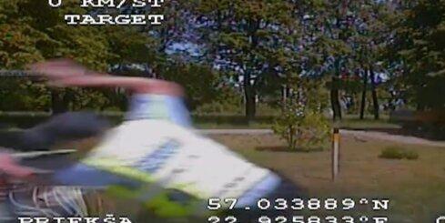 Tukumā policija izmisīgi ķer dzērājšoferi