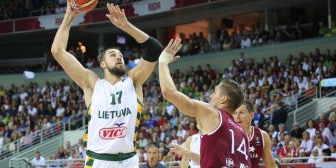 ФОТО, ВИДЕО: Латвия набрала против Литвы 49 очков и впервые проиграла на Евробаскете