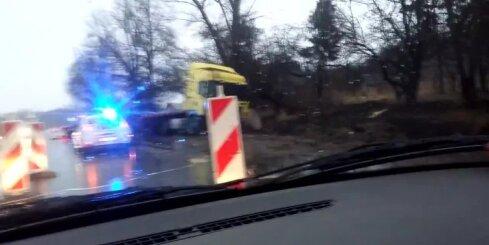 Kravas auto avārija uz Bauskas šosejas