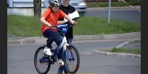 Bērni rāda satiksmes dalībnieku iemaņas