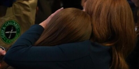 Klintones atbalstītāji sēro