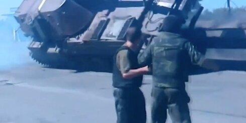 Ukrainā karavīri apgāž pašgājējlielgabalu