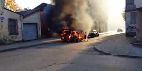 Āgenskalnā pilnībā sadeg automašīna