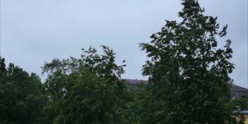 На Латвию из Польши идут грозы и ливни: ненастье может наступить через два часа