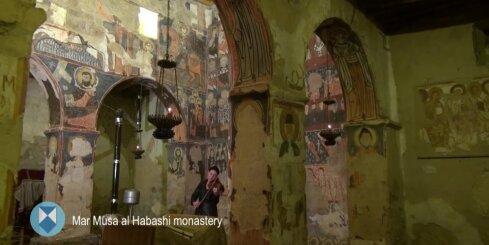 Latviešu vijolniece muzicē Sīrijas kara zonās