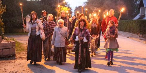Katlakalna folkloristi aicina iedegt uguni Baltu vienības dienā