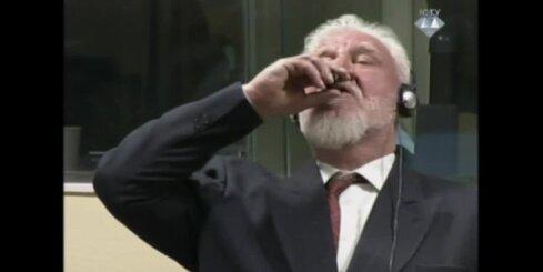 ANO Hāgas tribunāls spiests apturēt sēdi, jo apsūdzētais iedzer indi