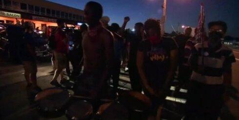 В Фергюсоне введен режим ЧП: задержаны более 100 человек
