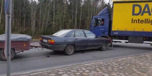 Autoavārija uz Jelgavas šosejas