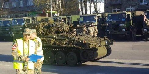 Latvijas armija Liepājā gatavojas parādei