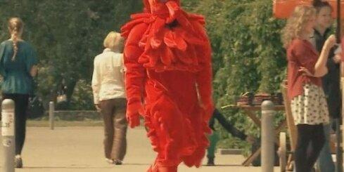 Talismans Liepiņš dejo Rožu laukumā Liepājā