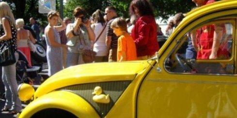 Retro auto parāde Rīgas svētkos