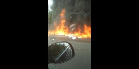 Delfi aculiecinieks nofilmējis traģisko negadījumu Bavārijā