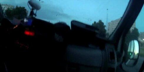 Pļavniekos dzērājšoferis 1,63 promiļu reibumā bēg no policijas