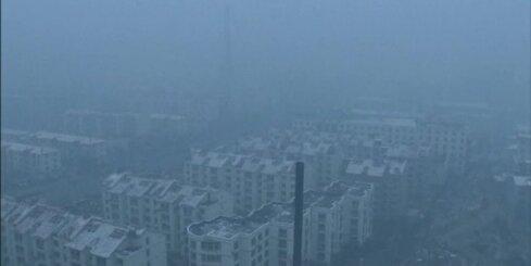 Ķīnā plašas teritorijas apņem indīgs kodīgu dūmu smogs