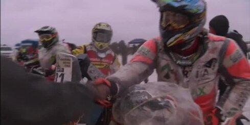 Dakaras rallija braucēji cīnās ar sāli