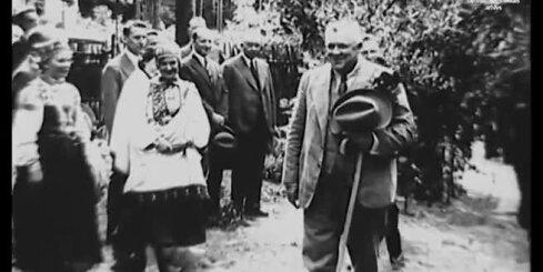 Arhīva video: Latvijas valdības locekļi apmeklē Brīvdabas muzeju, 1935. gads