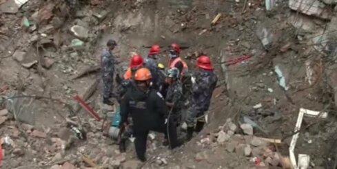 В Катманду спасли юношу, пролежавшего под руинами пять дней