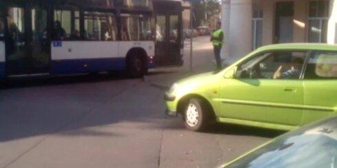 Kāpēc Cēsu ielā veidojas sastrēgums