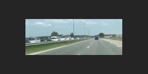 Pie iebraukšanas Jūrmalā izveidojies milzu sastrēgums