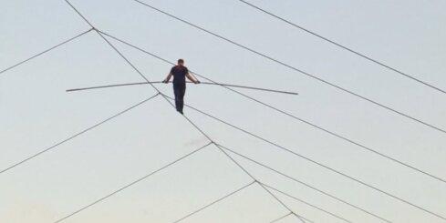Pārgalvis ASV uzstāda kārtējo rekordu staigāšanā pa virvi