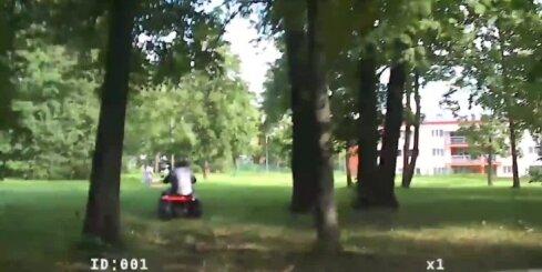 Daugavpilī policija dzenas pakaļ diviem vīriešiem uz kvadracikla