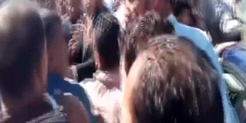 Policistam nošaujot tējas tirgoni, Kairā sākušies protesti
