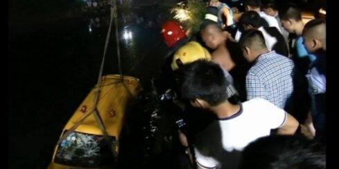 Bērnudārza autobusa avārijā Ķīnā gājuši bojā 11 cilvēki
