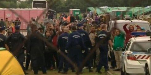 Ungārijas policija pret bēgļiem izmanto asaru gāzi
