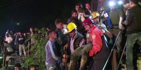 Turcijā vairāki simti kalnraču iesprostoti pazemē