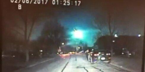 Milzīgs meteors uzplaiksnī debesīs virs ASV